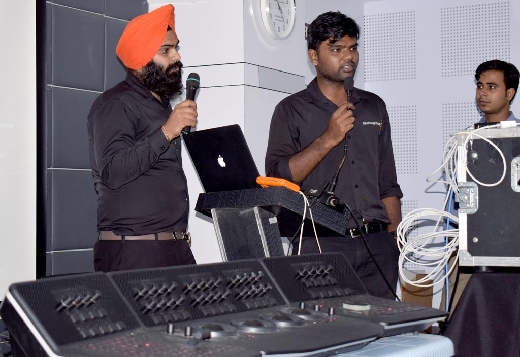 Demonstration of latest creative video technology products